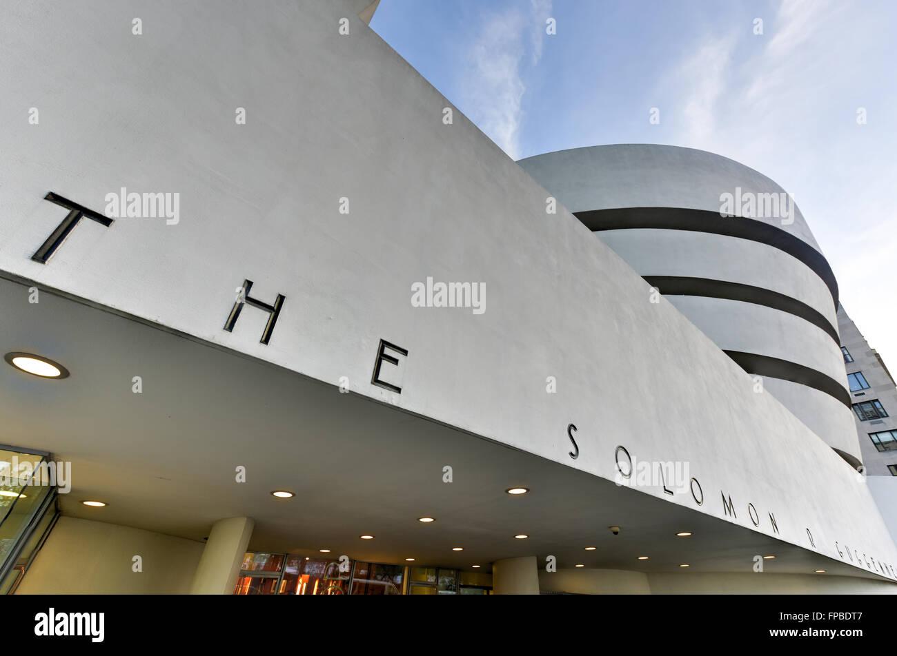 New York City - 31. Januar 2016: Die berühmte Solomon R. Guggenheim Museum für moderne und zeitgenössische Stockbild