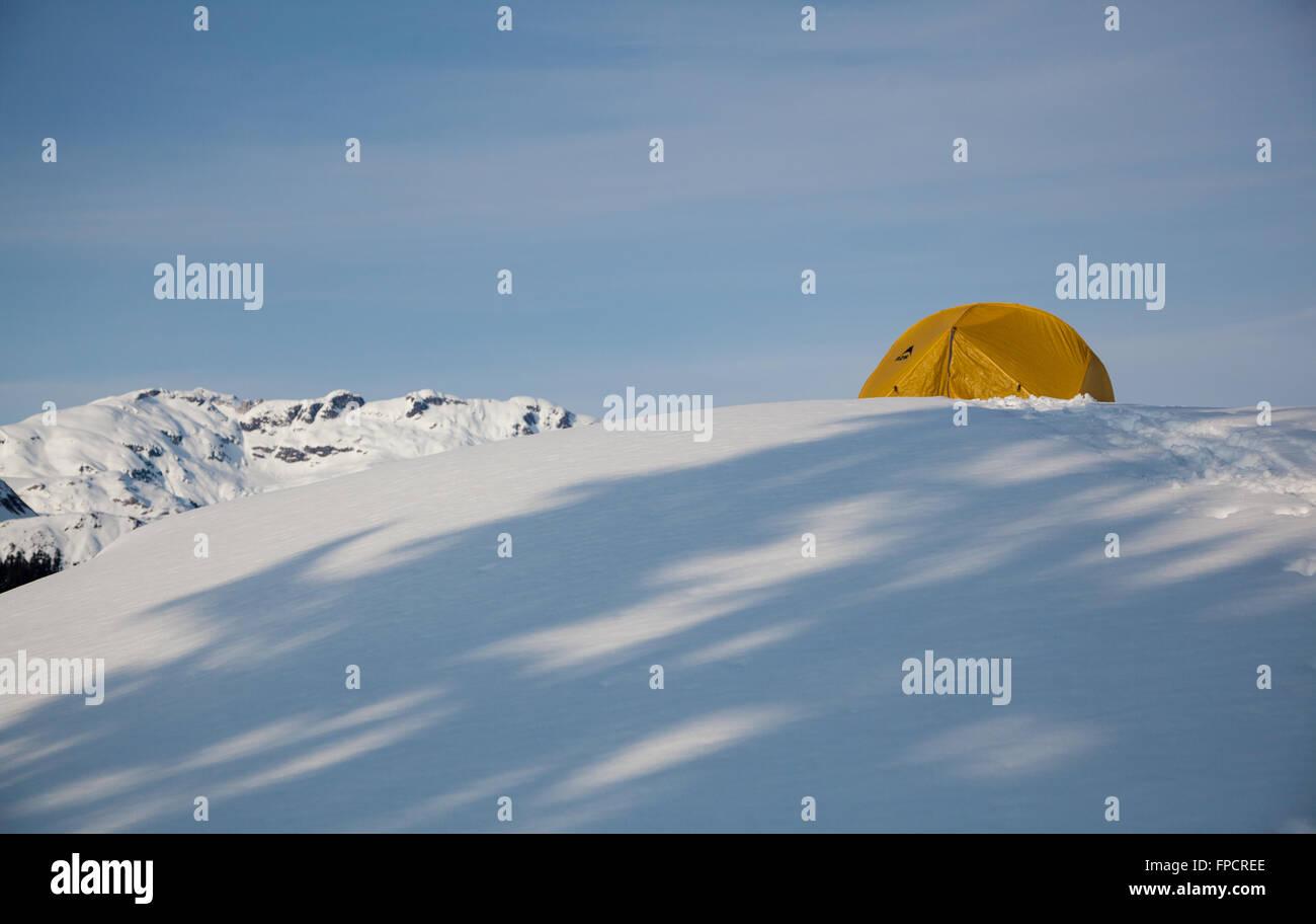 Wintercamping am Elfin Seen, Garibaldi Provincial Park, Britisch-Kolumbien Stockbild