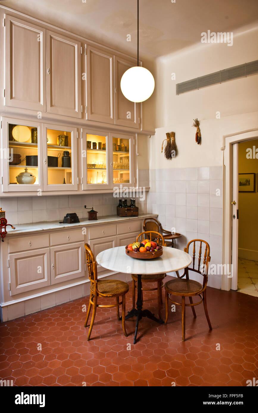 Küche im Casa Mila dekoriert im Retro-Stil - La Perdera Interieur ...
