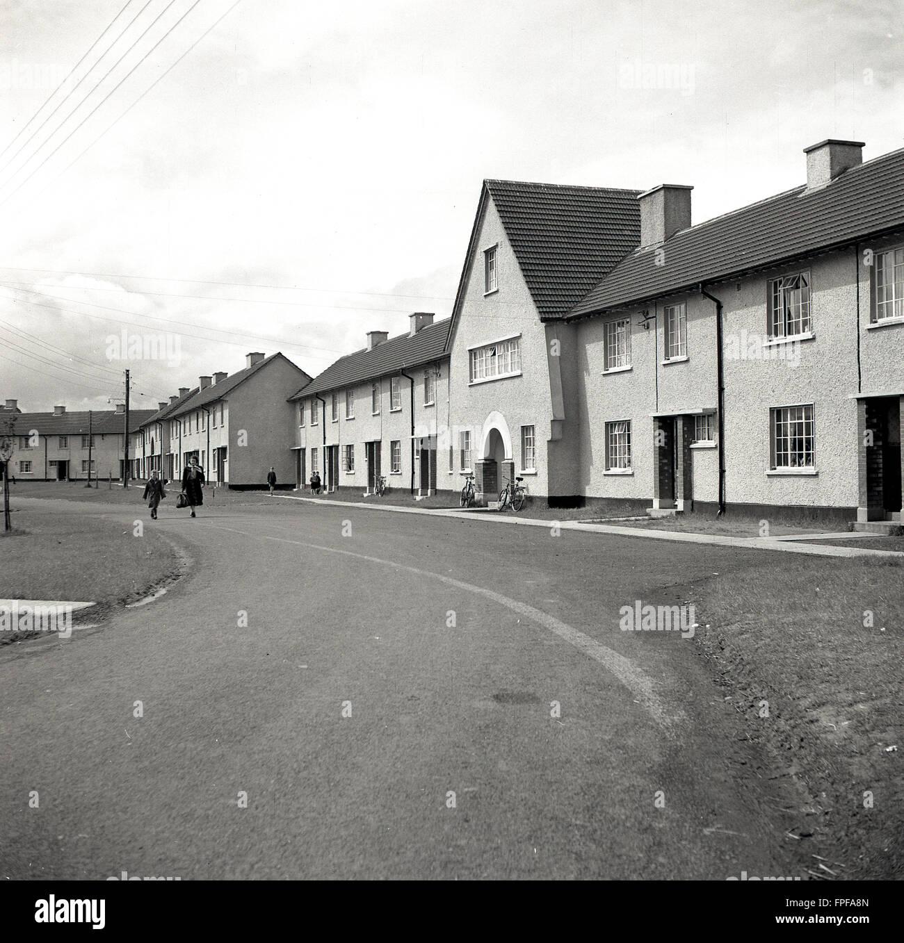1950er Jahre historische, neue Wohnanlage am Clane, County Kildare, Irland. Stockbild