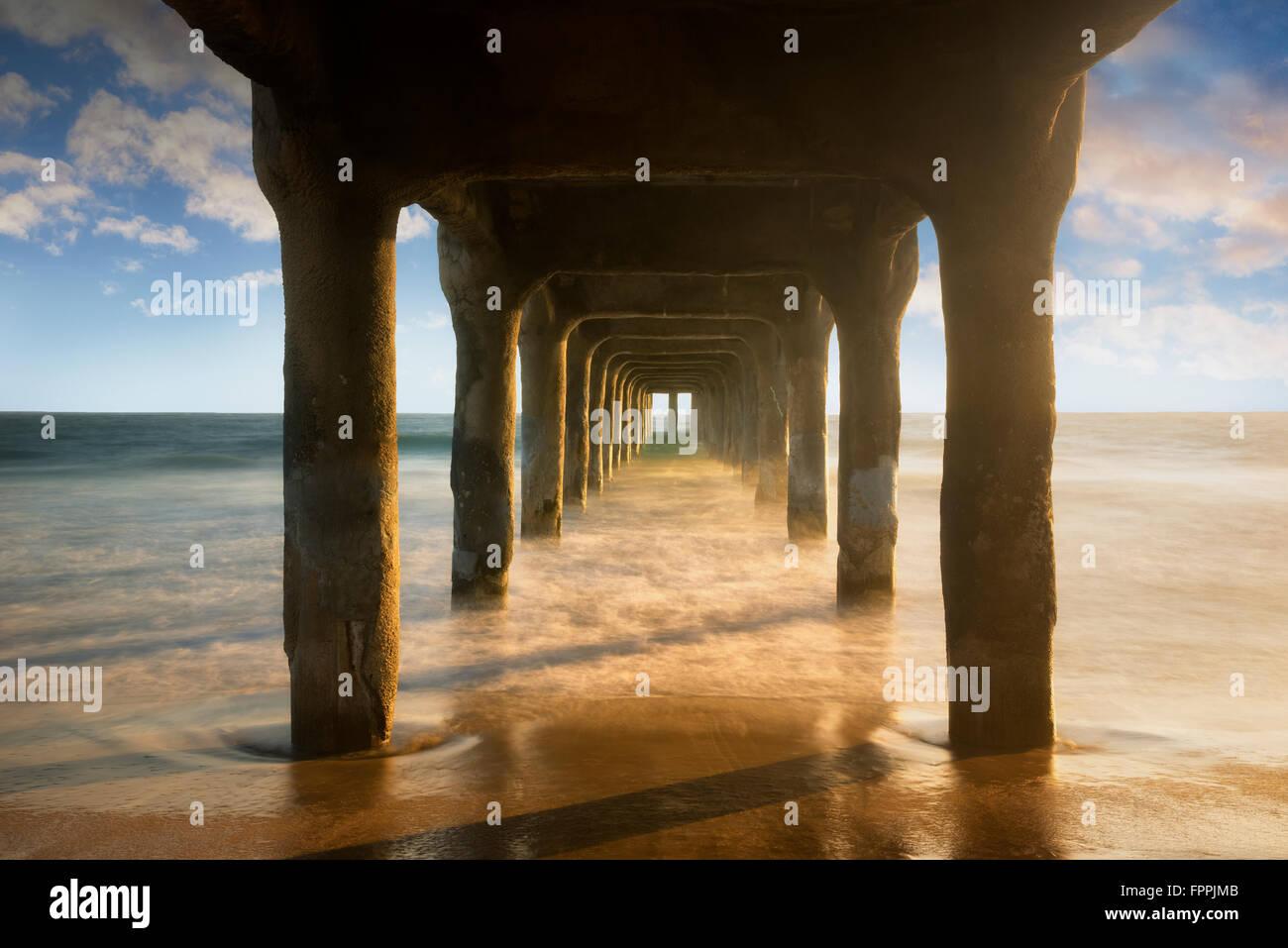 Manhattan Beach Pier bei Sonnenuntergang. Manhattan Beach, Kalifornien Stockbild