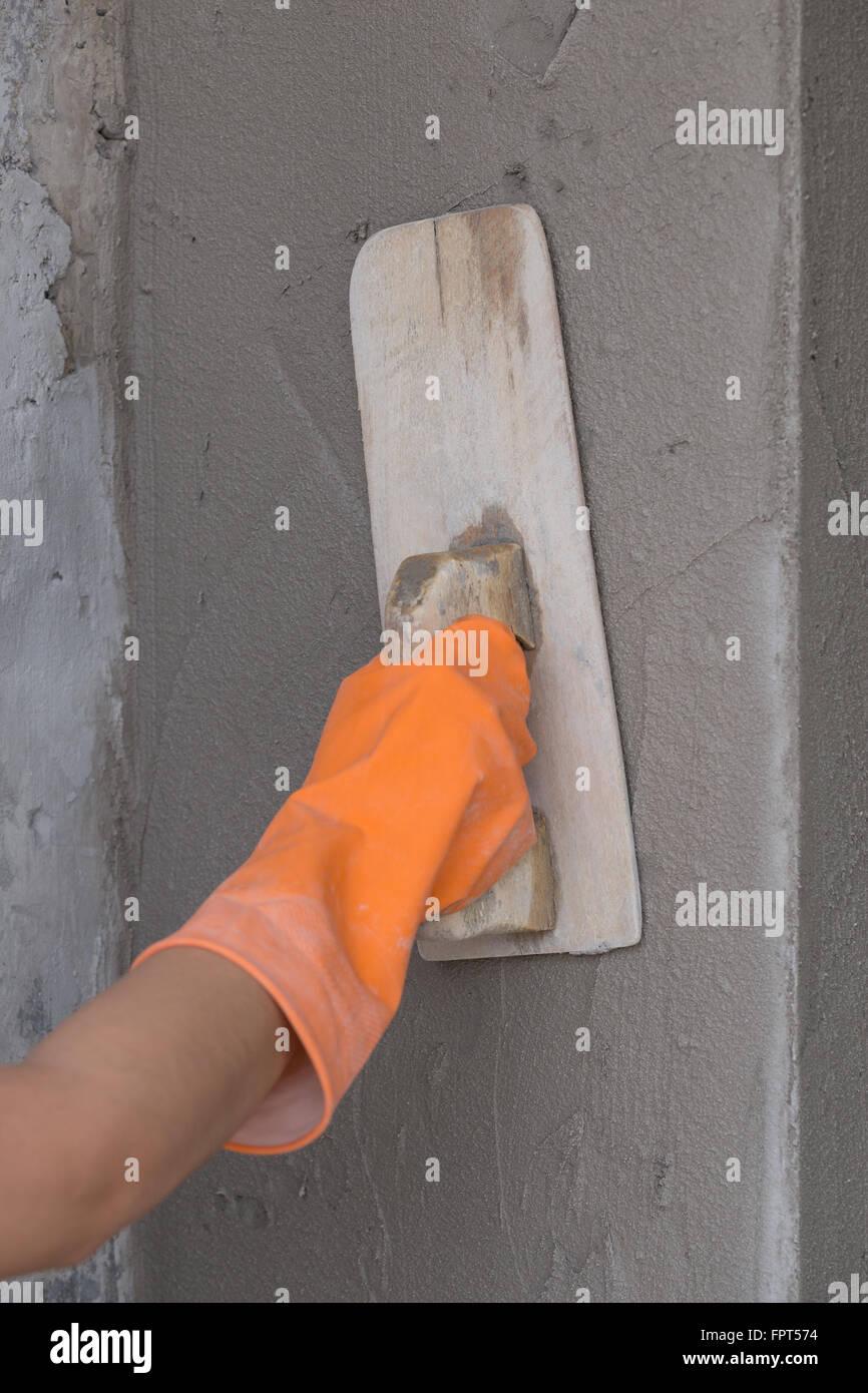 Betonwand Verputzen der erbauer arbeiter benutzen kelle beton wand verputzen