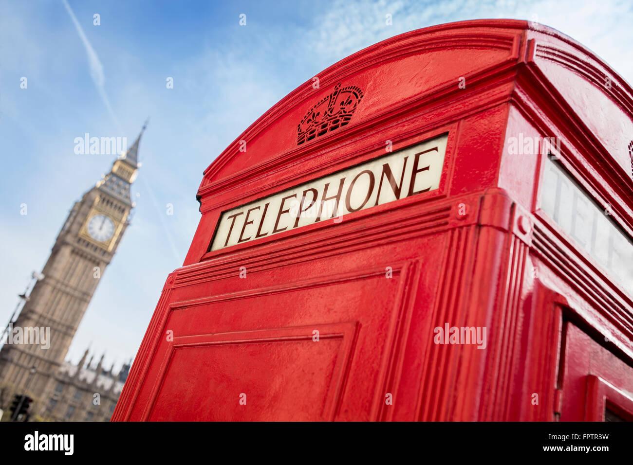 Londoner Telefonzelle vor big ben Stockbild
