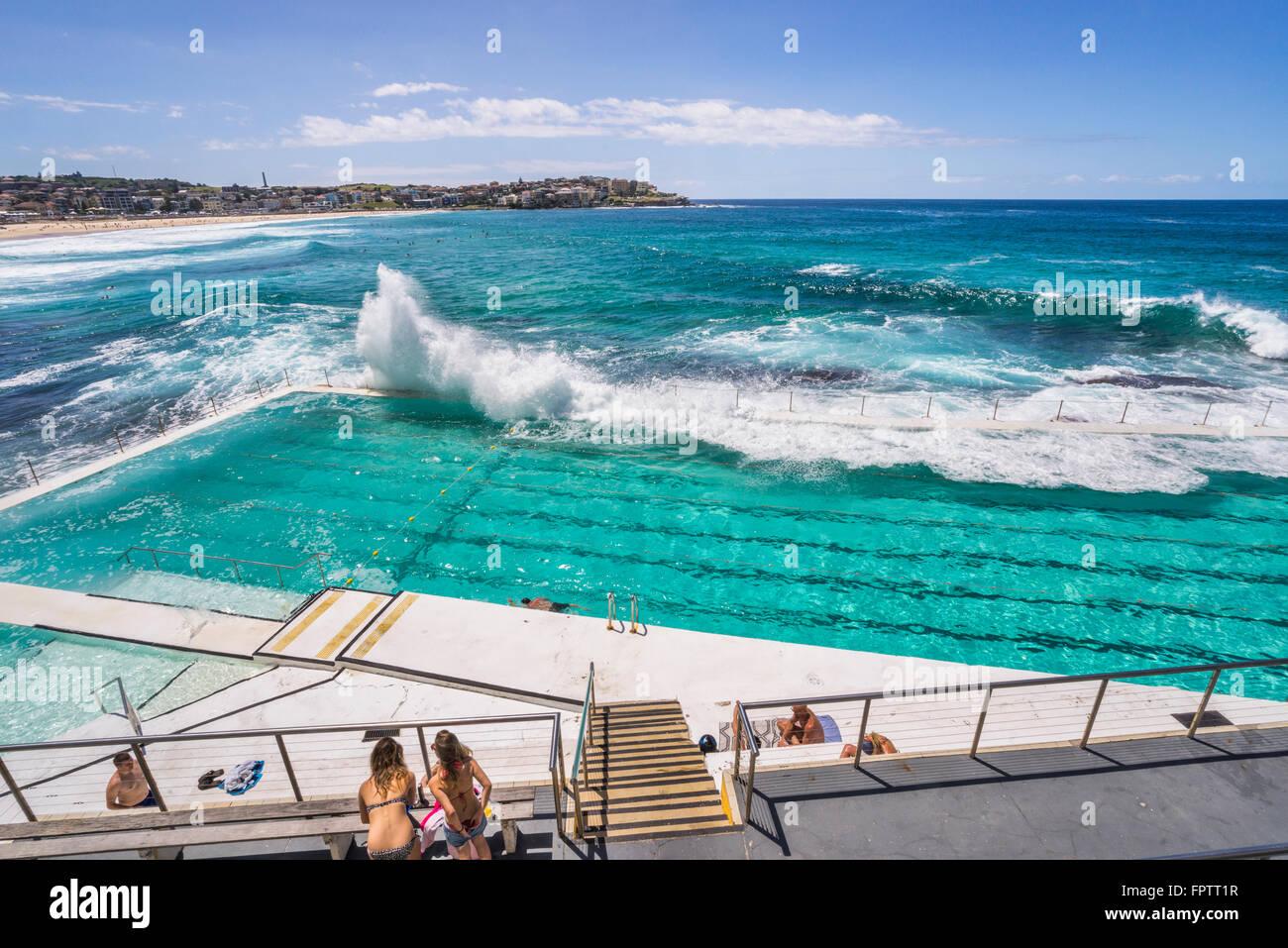 Wellen In Den Pool F R Die Stlichen Vororte Von Bondi Icebergs Swimming Club Bondi Beach