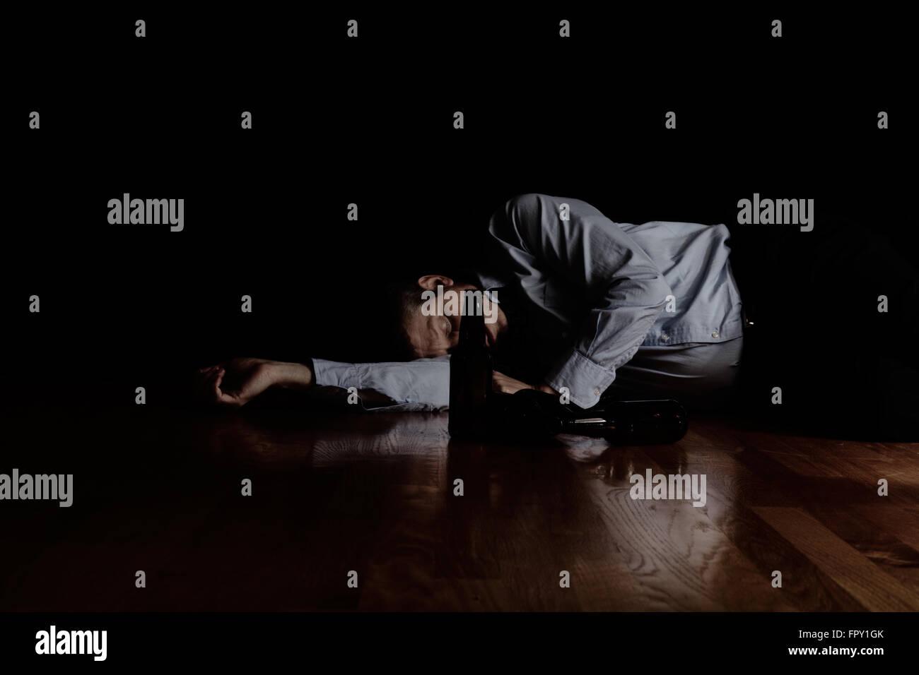 depression drunk stockfotos depression drunk bilder alamy. Black Bedroom Furniture Sets. Home Design Ideas