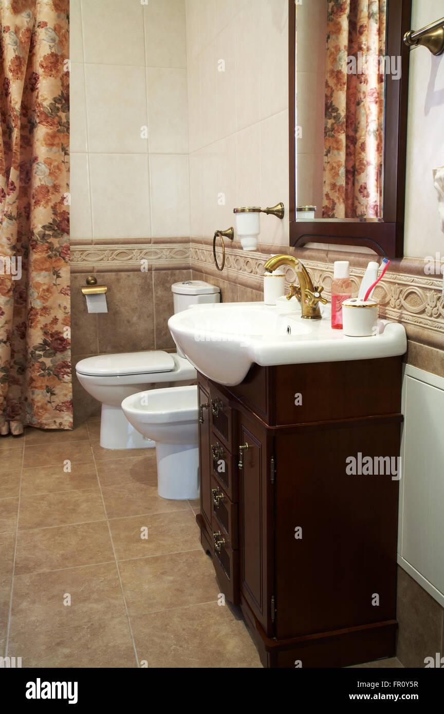 Toilette Bidet Und Waschbecken In Ein Modernes Bad Stockfoto Bild