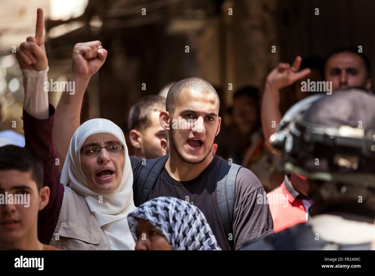 Palästinenser in der Altstadt von Jerusalem Protest gegen die Besteigung des religiösen Juden zum Tempelberg. Stockbild
