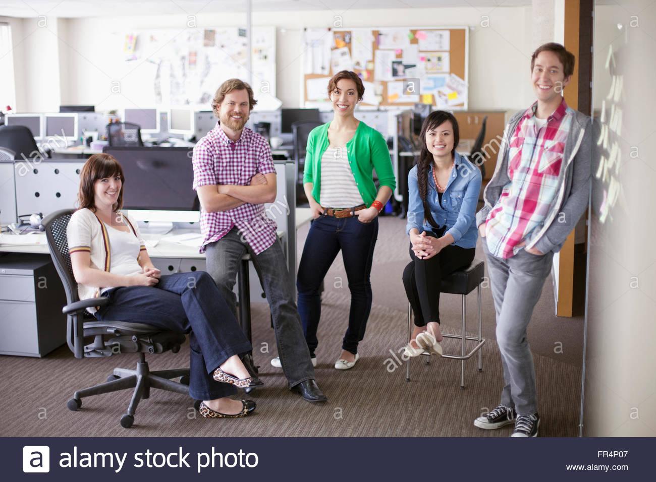 Porträt von trendigen, kreativen Team im Büro Stockfoto