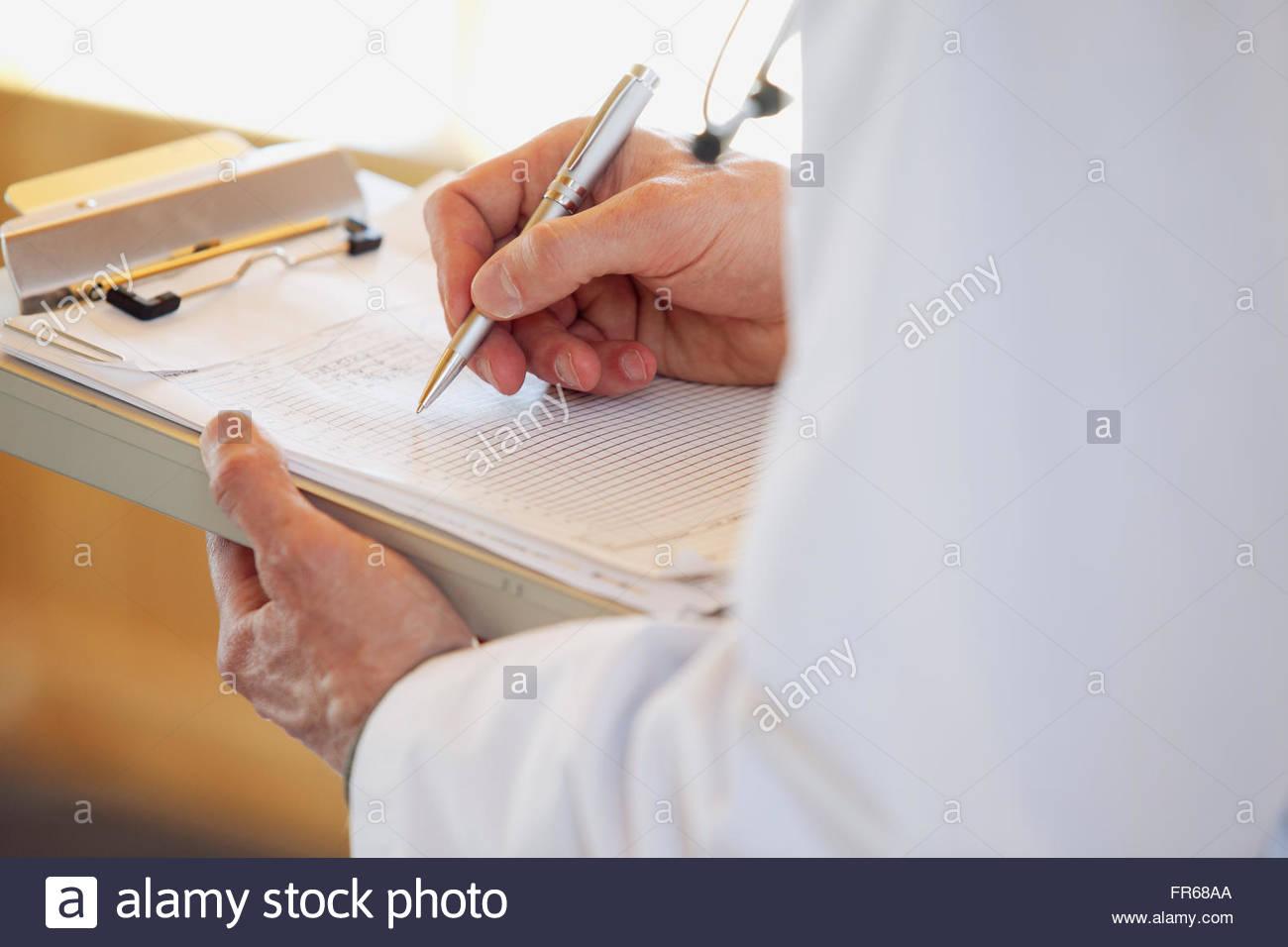 Arzt die Notation auf Diagramm Stockbild