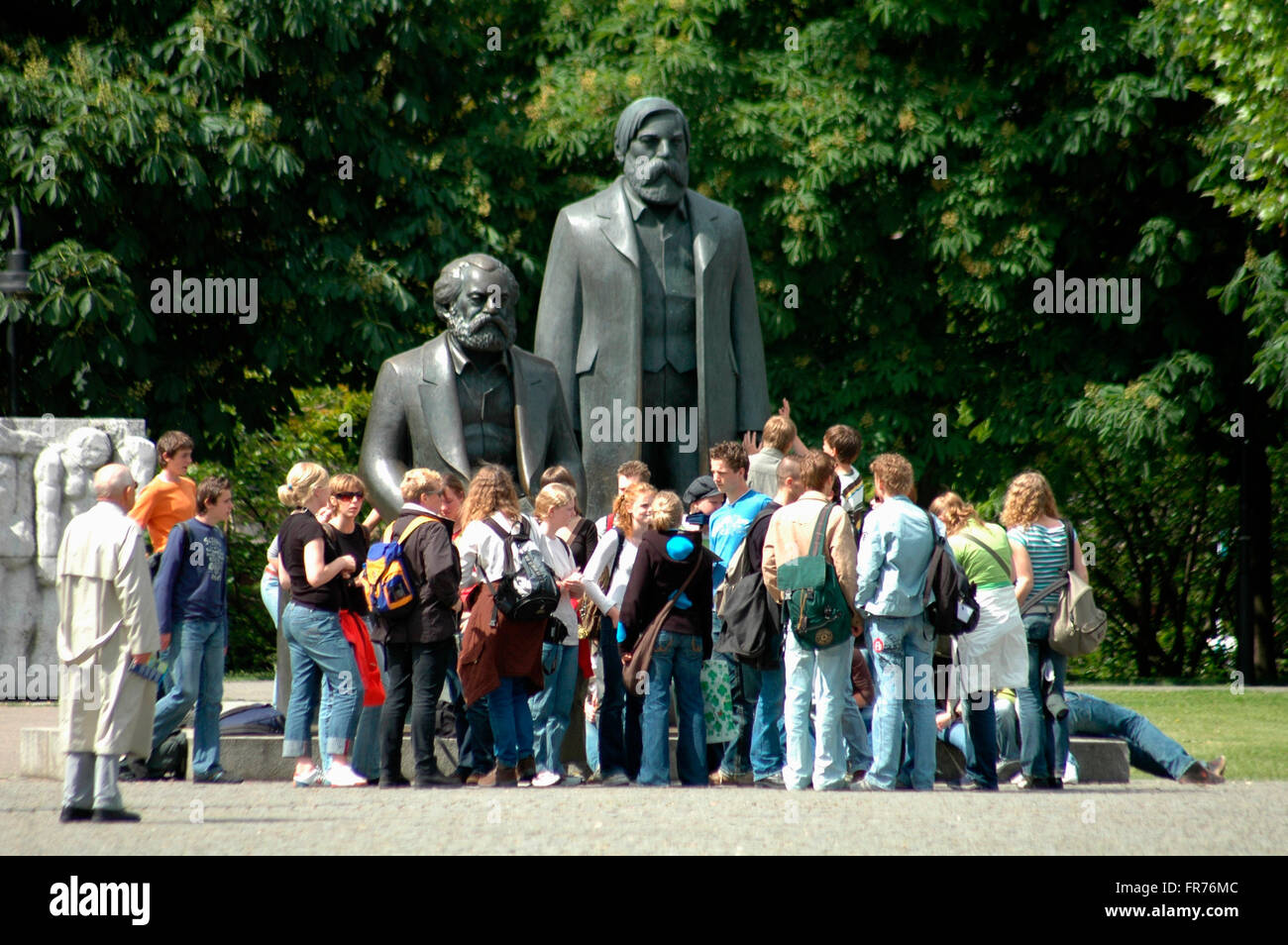 Das Marx-Engels-Denkmal in Berlin-Mitte. Stockfoto