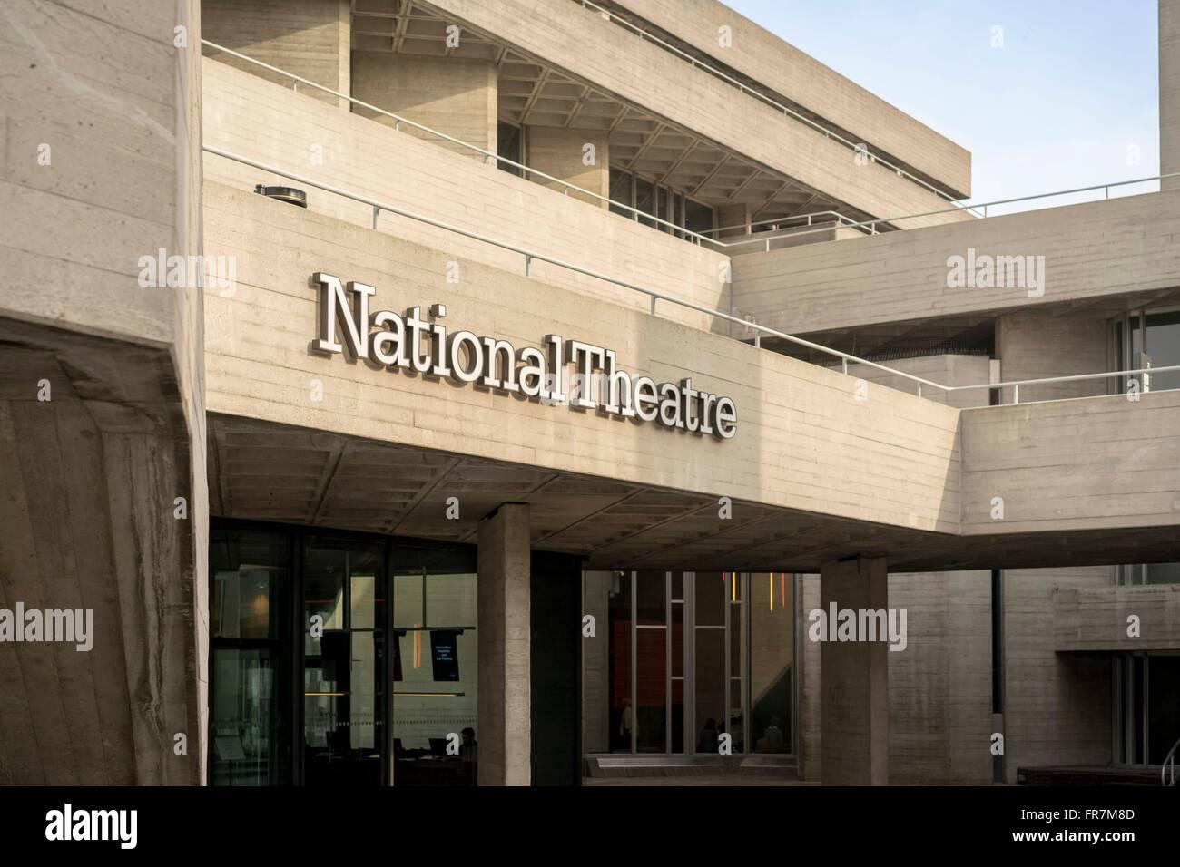 Außenseite der (königlichen) National Theatre, South Bank, London Stockfoto