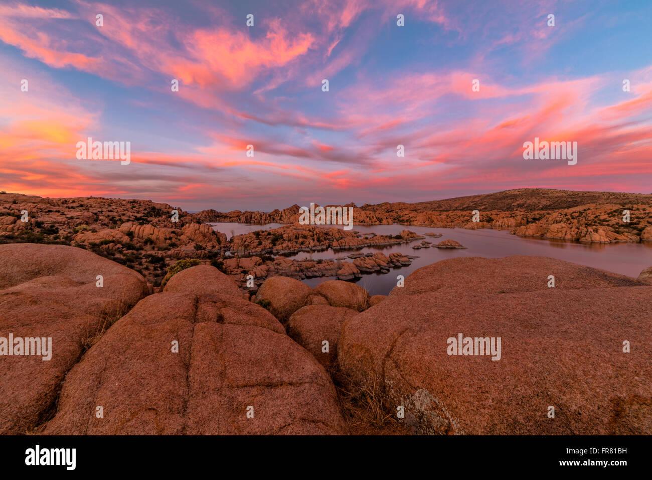 Schönen Sonnenuntergang über Watson Lake in Prescott, Arizona, USA. Stockbild