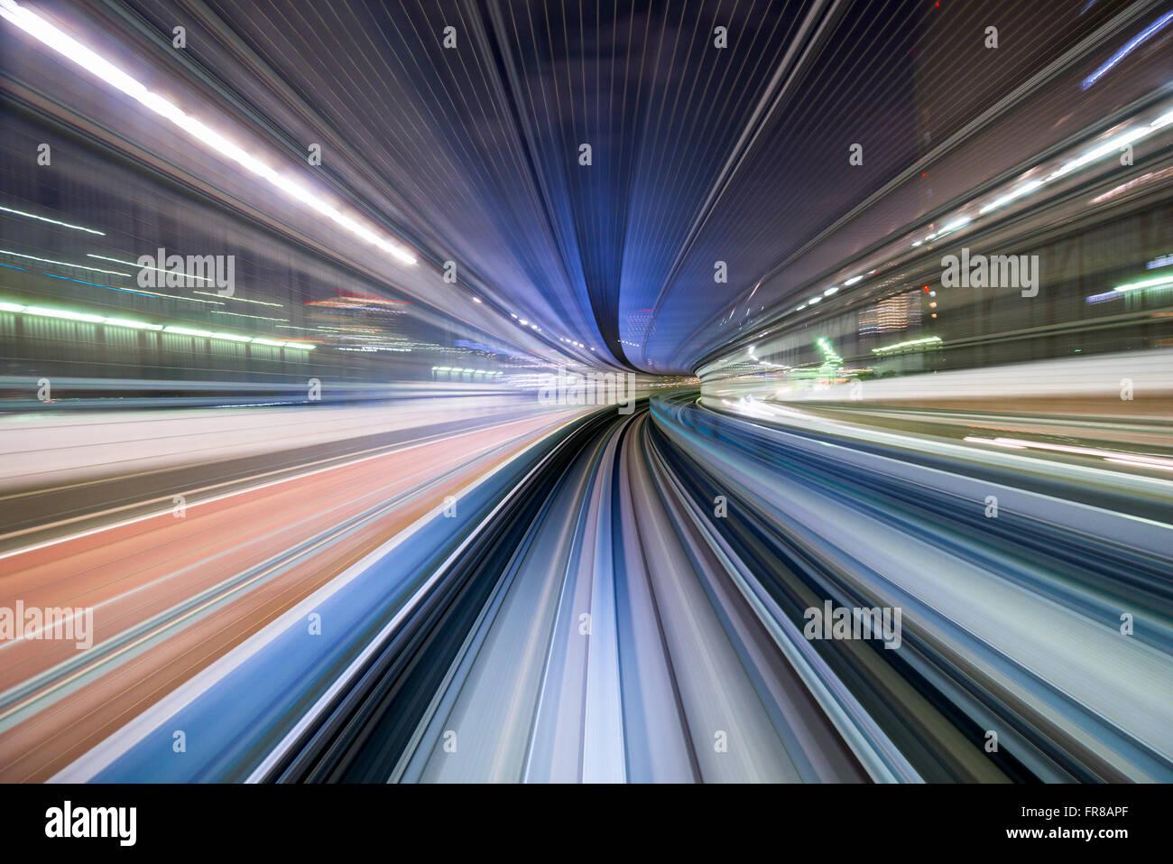 Tokyo, Japan-Zug-Bewegungsunschärfe. Stockbild