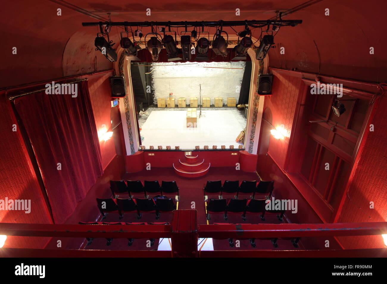 Der Zuschauerraum des Theaters Laterne, Sheffield vom Balkon gesehen.  Die Laterne ist Sheffield älteste, kleinste Stockfoto