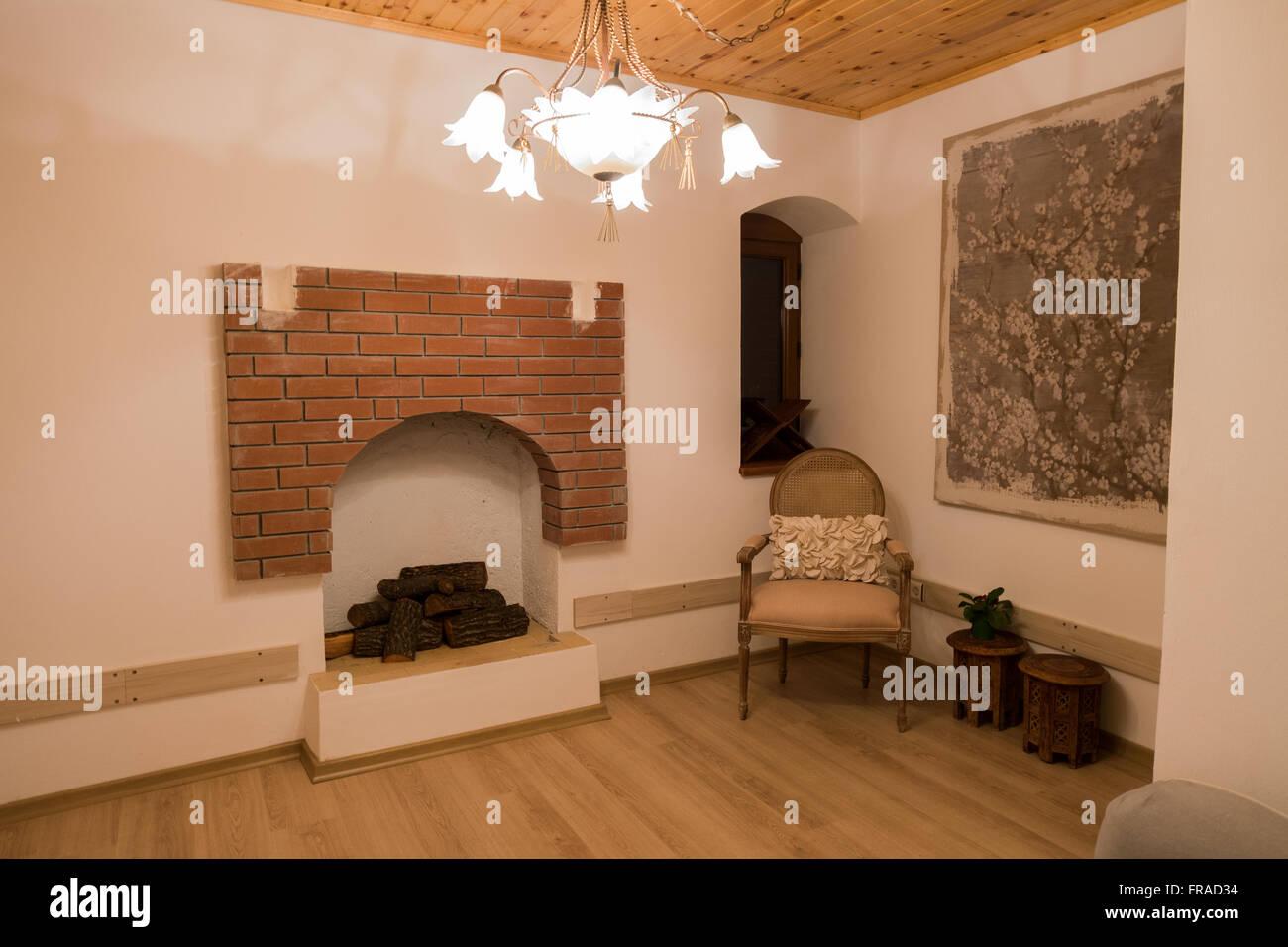 Ein Schönes Zimmer Mit Offenem Kamin Stockbild