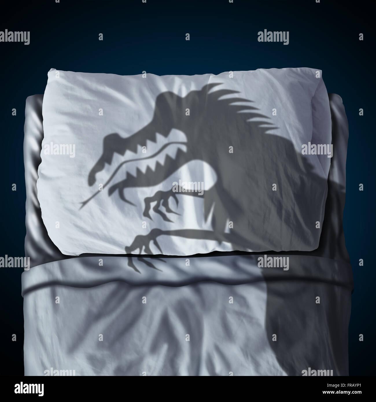Alptraum und Nacht des Grauens-Traum-Konzept als ein Schlagschatten eine gruselige Monster auf einem Bett mit einem Stockbild