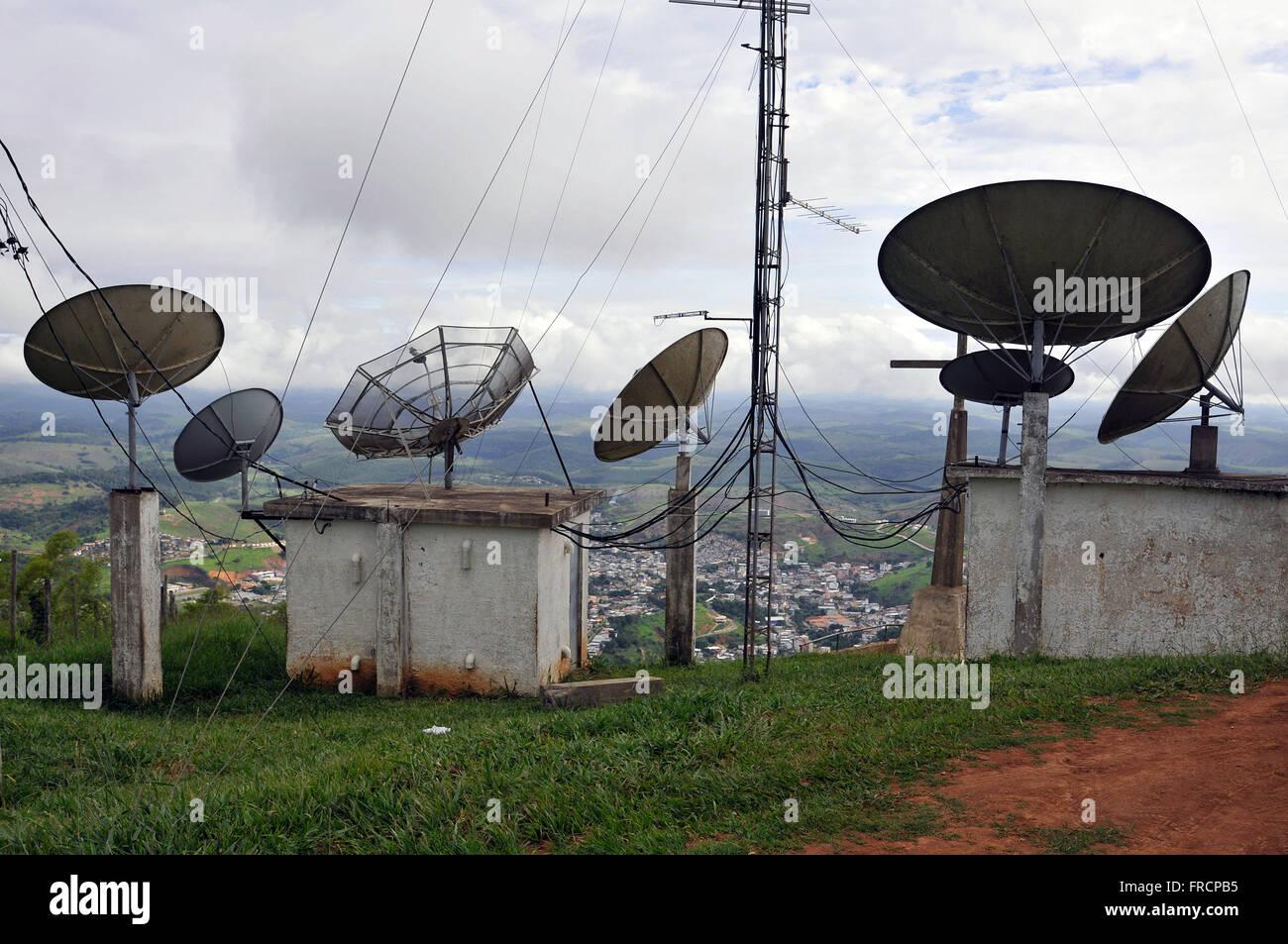Parabolantennen in Morro Cruzeiro Stockbild