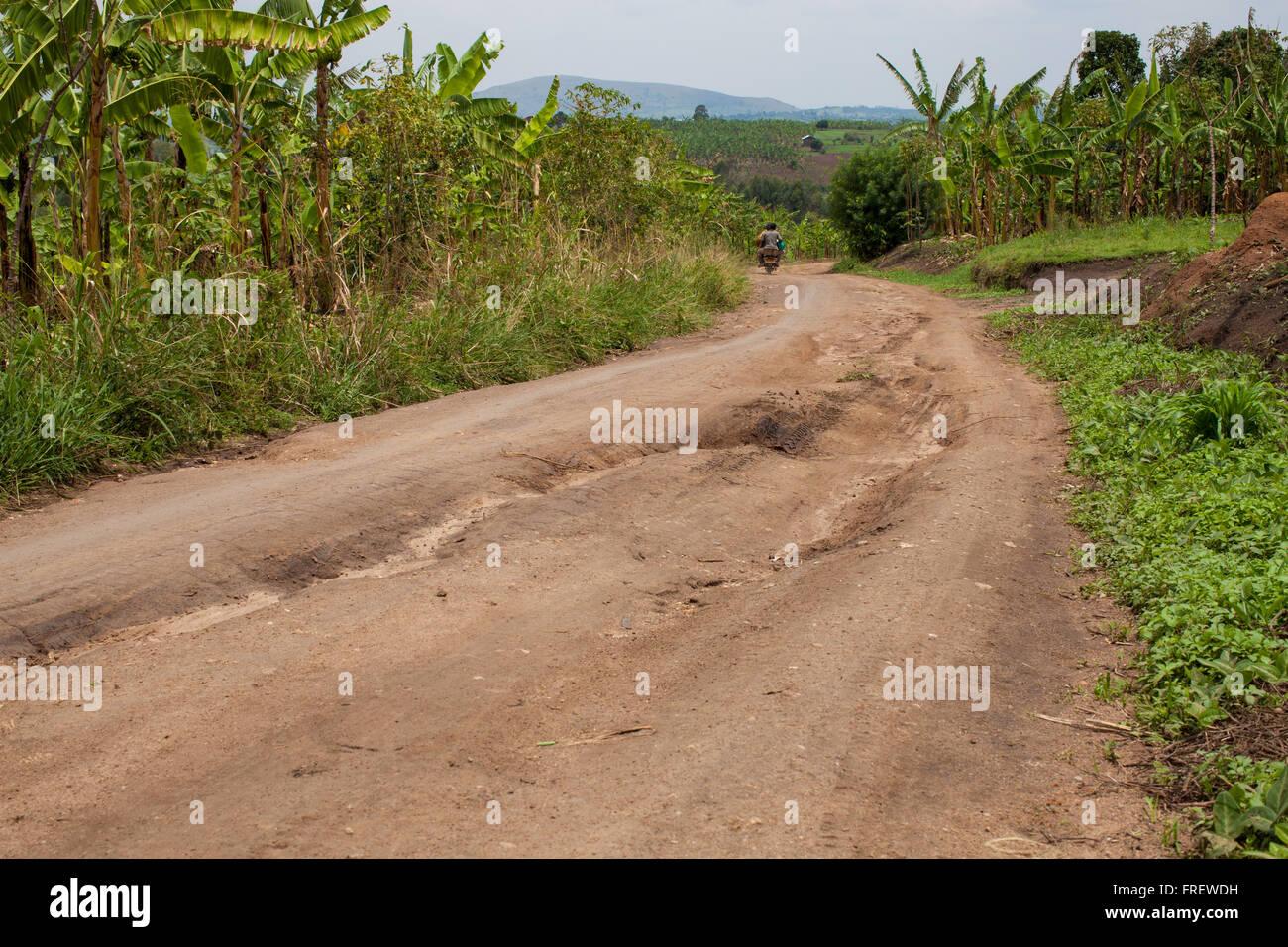 Eine holprige und staubige Straße, Uganda-Afrika Stockbild