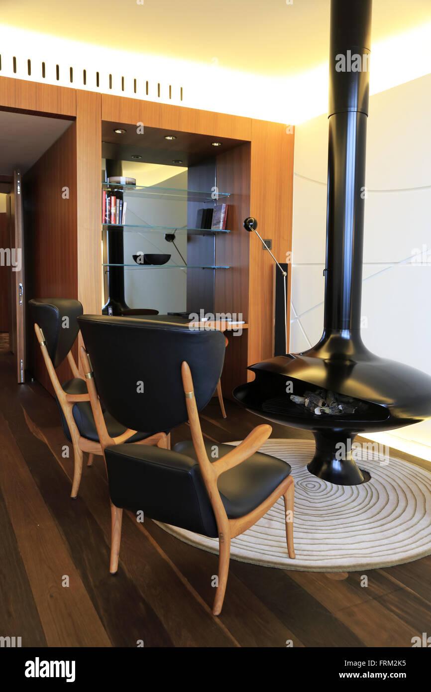 Die Innenansicht Des Wohnzimmers Von Carezza Suite Des Dolder Grand