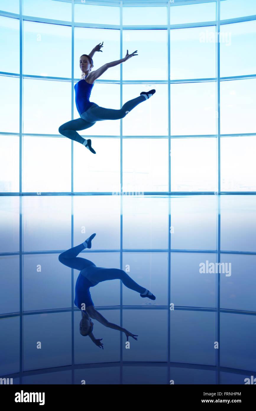 Junge Tänzerin Stockbild