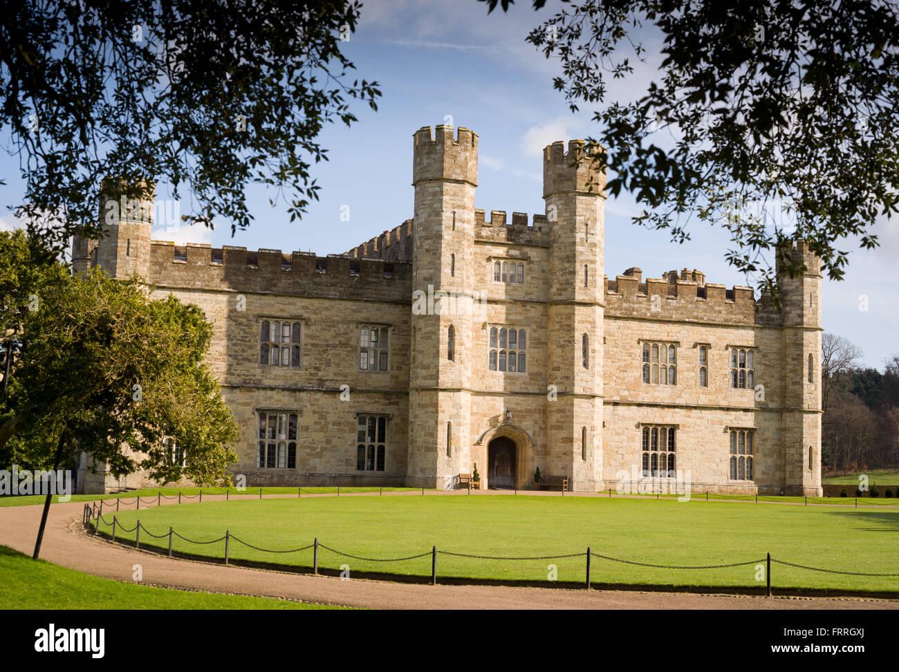 Leeds Castle, in der Nähe von Maidstone in Kent, außen. Hauptteil des Schlosses. Stockbild