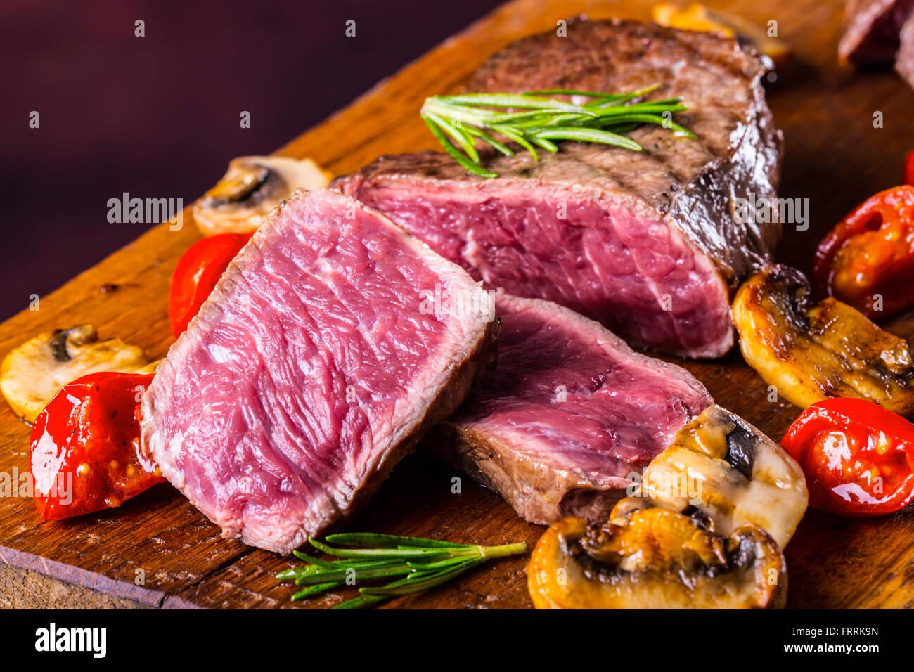 beef steaks stockfotos beef steaks bilder alamy. Black Bedroom Furniture Sets. Home Design Ideas