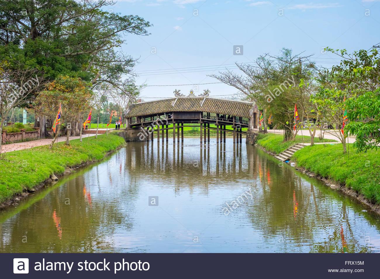Thanh Toan Brücke, alte japanische Brücke im Dorf Thuy Thanh, Provinz Thua Thien Hue, Vietnam Stockbild