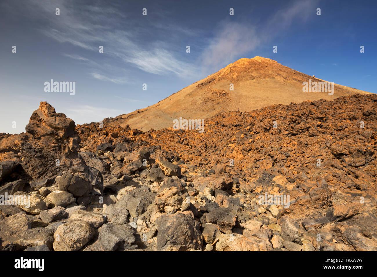 Vulkanlandschaft knapp unter den Gipfel des Mount Teide auf Teneriffa, Kanarische Inseln, Spanien. Stockfoto