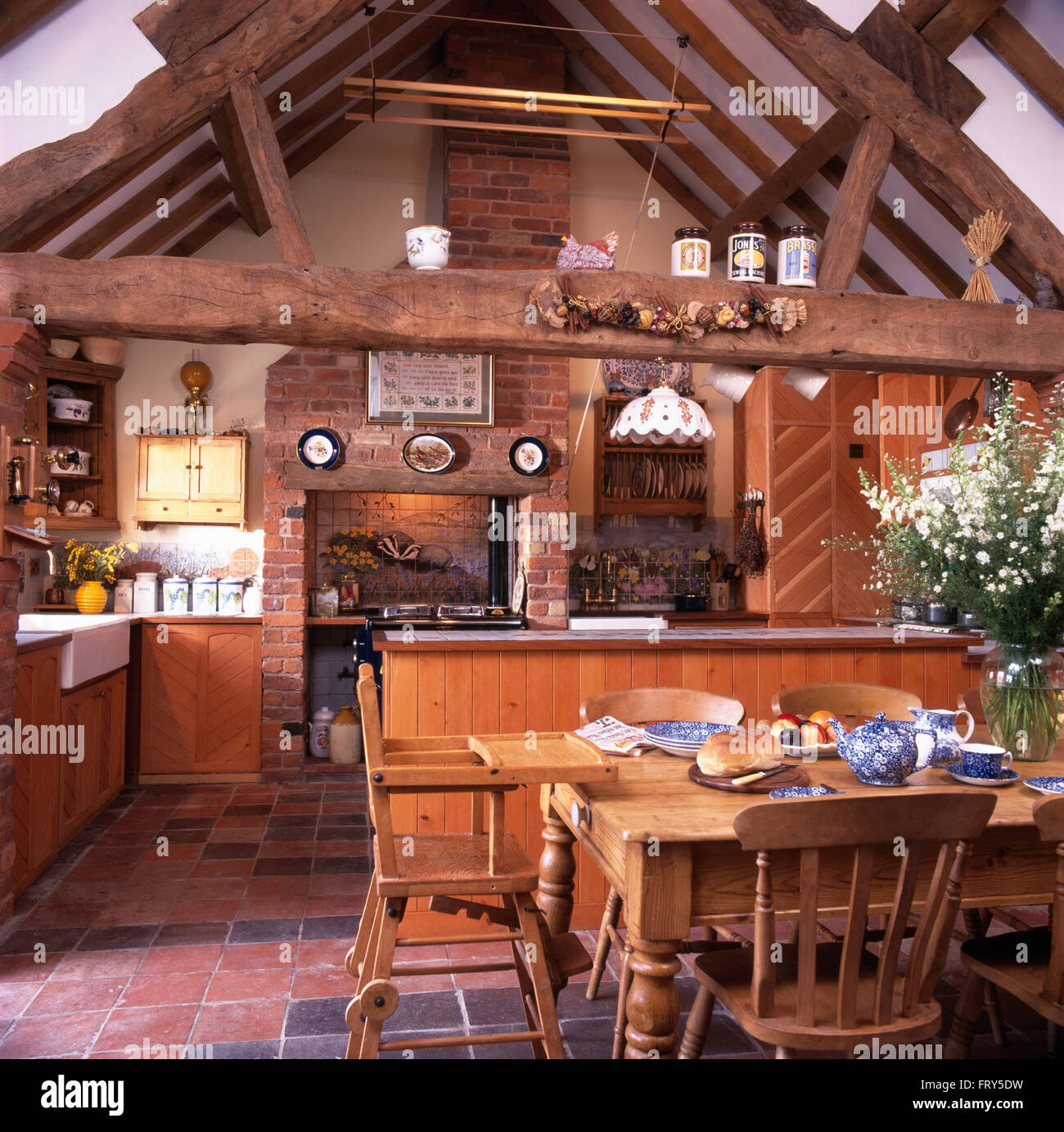 Kiefer Tisch und Stühle im Stall Umbau Küche Esszimmer mit ...
