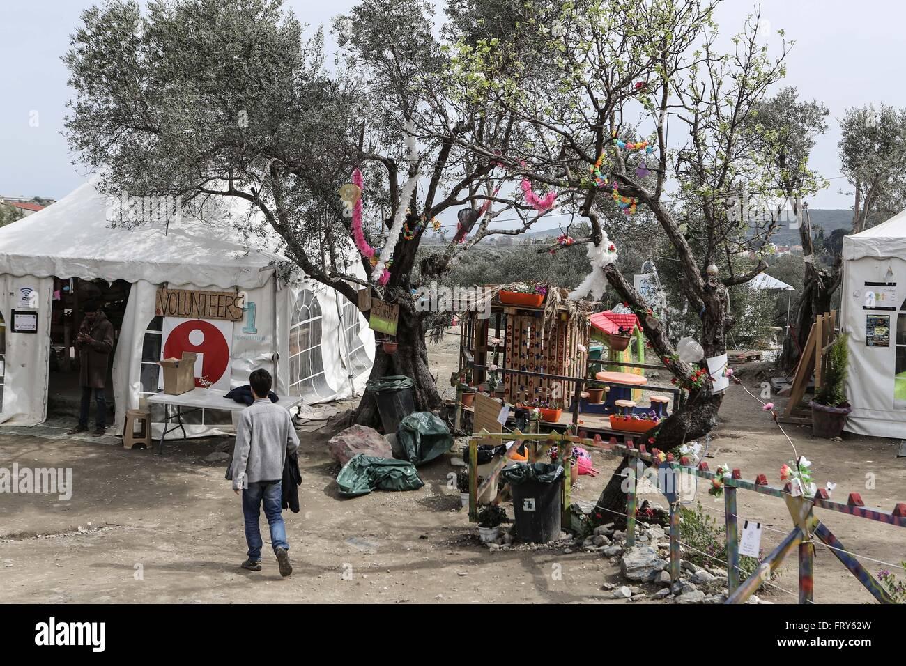 160324)--Lesbos, 24. März 2016 (Xinhua)--ein kleiner Spielplatz ...