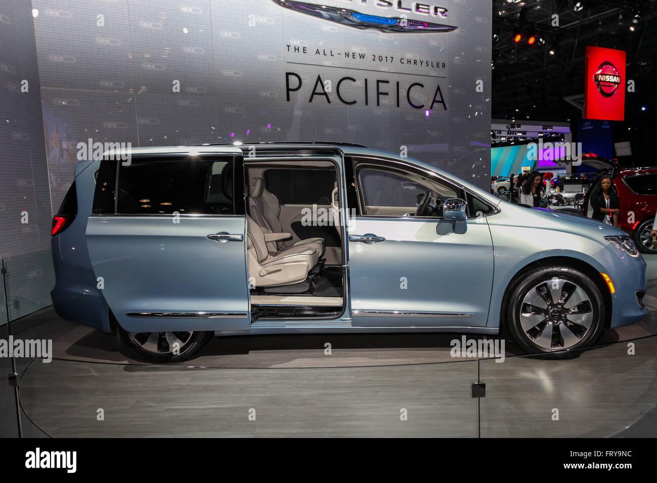 Chrysler Auto Automobile Car Stockfotos & Chrysler Auto Automobile ...