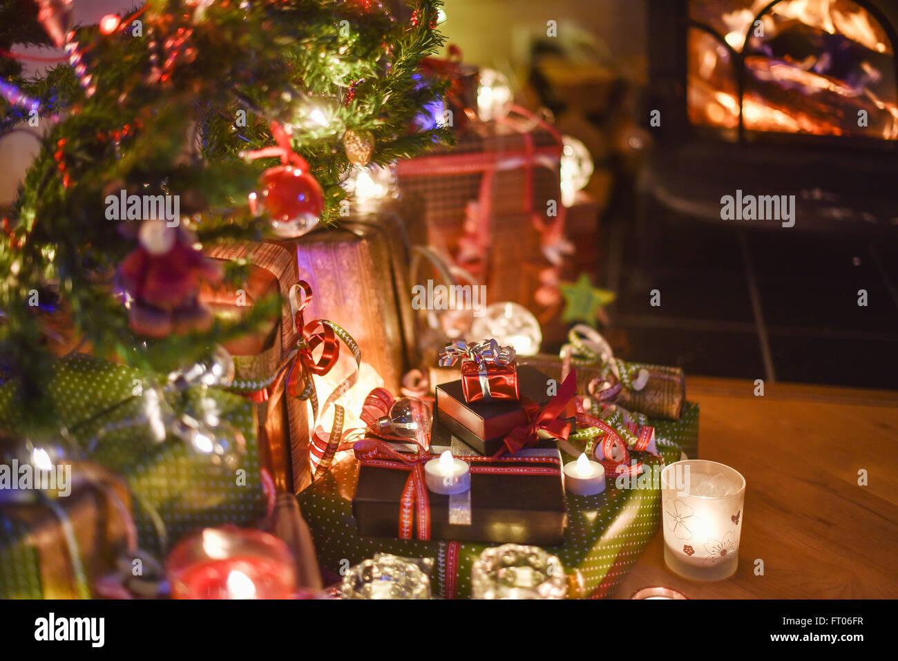 Schöne Geschenkideen Weihnachten.Weihnachtszeit Viele Schöne Geschenke Unter Dem Weihnachtsbaum
