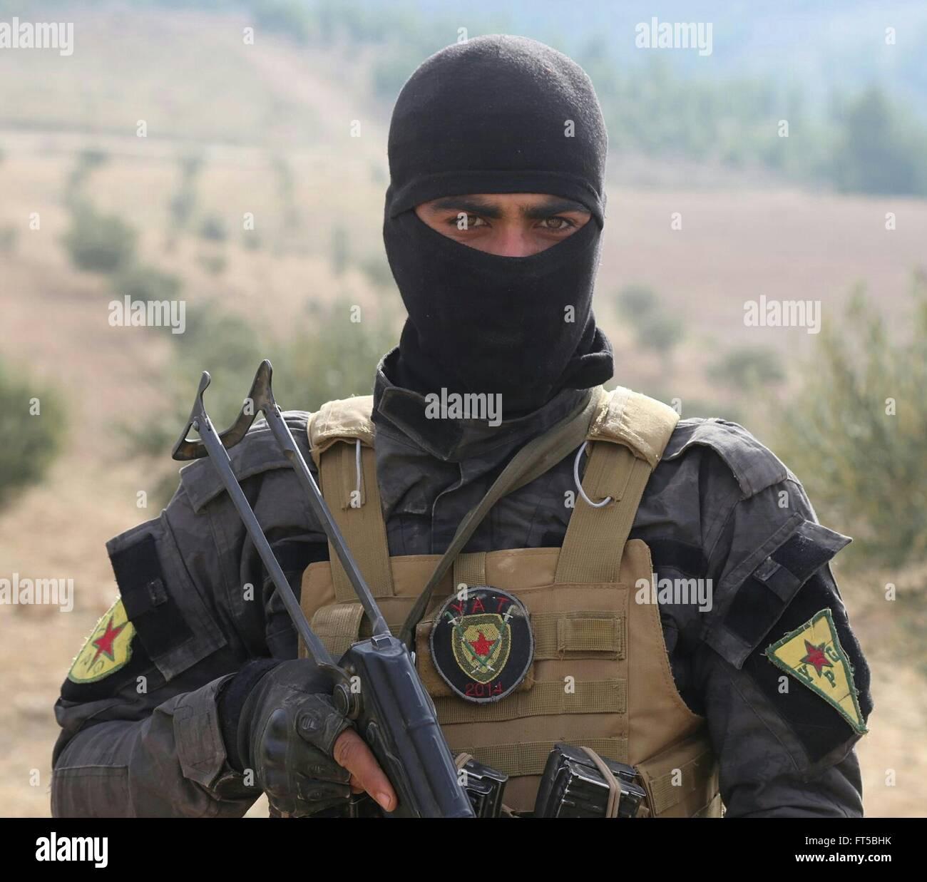 elite k mpfer mit der kurdischen ypg w hrend des trainings eine propaganda foto ver ffentlicht. Black Bedroom Furniture Sets. Home Design Ideas