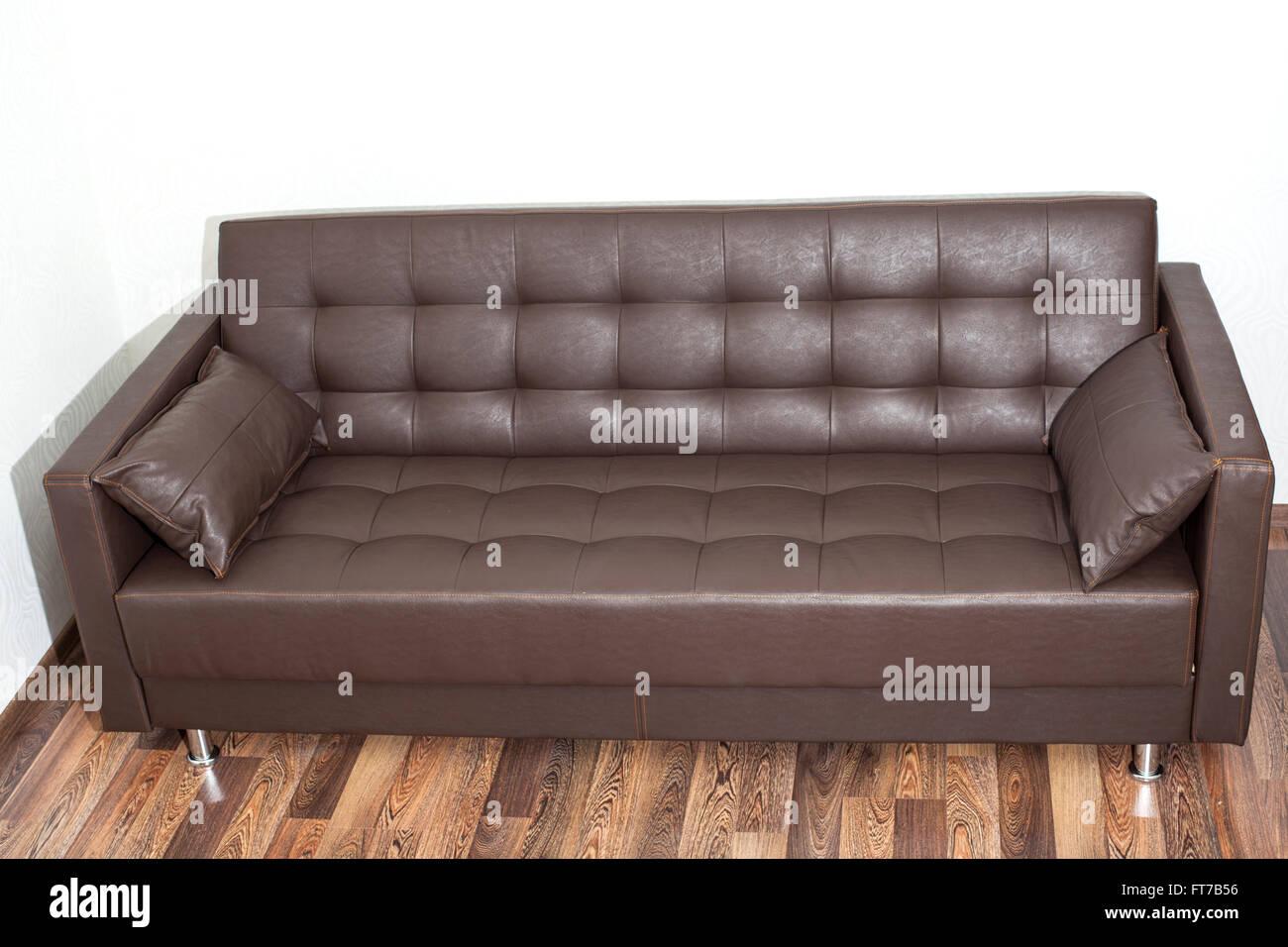 Braune Ledercouch Im Zimmer Stockfoto Bild 100966018 Alamy