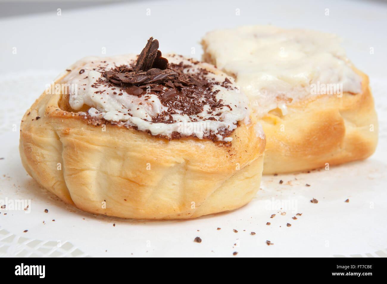 Käsekuchen, verschiedene Arten von Eis und Desserts für die Speisekarte des Restaurants und Cafés, Stockbild