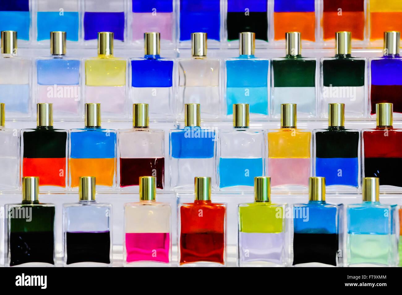 Aura-Soma-Flaschen und auf eine ganzheitliche und spirituelle Messe. Stockbild