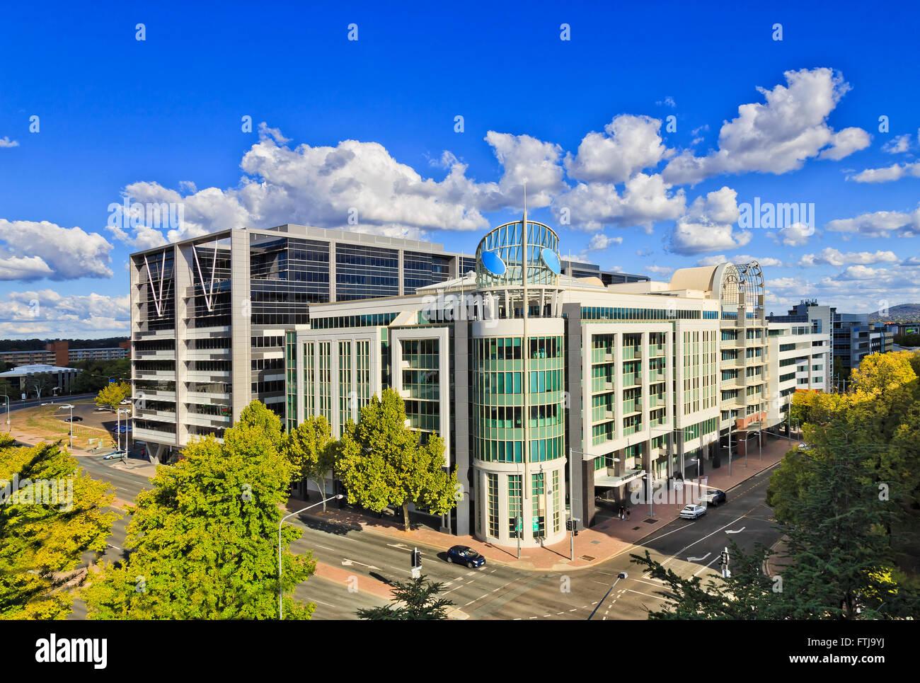 Moderne Architektur Büro  Und Wohnhäuser In Canberra Innenstadt An Einem  Sonnigen Sommertag   Straßen Kreuzen Zwischen Den Häusern