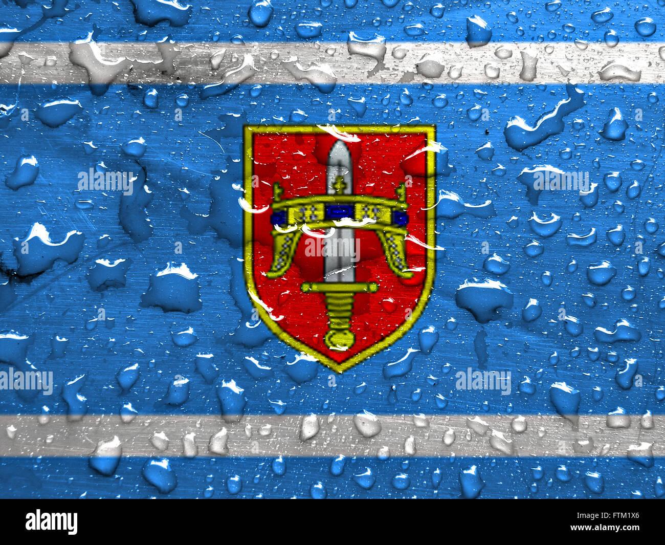 Flagge der Region Sibenik-Knin mit Regen fällt Stockbild