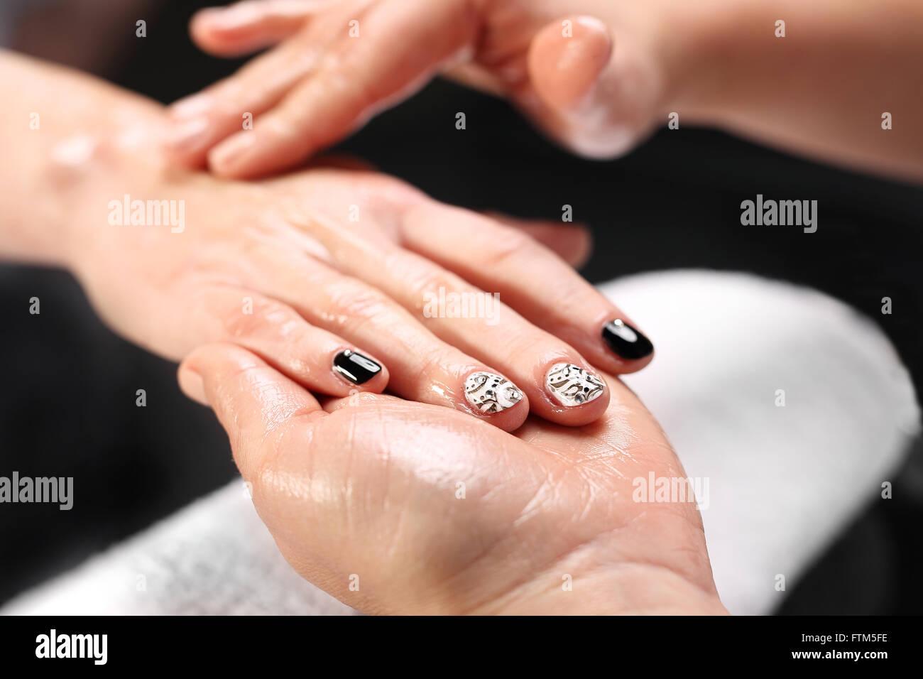 Verschiedene Nägel Muster Ideen Von Chanel-kühlergrill, Schwarz / Weiß Auf Ihre Nägel.