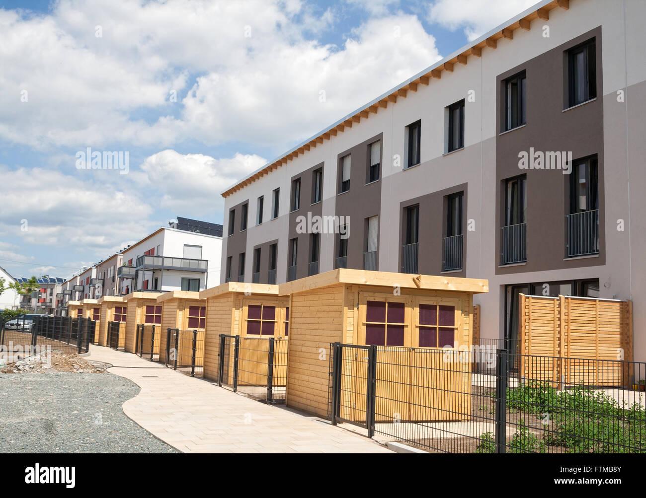 neue Wohnsiedlung mit Gartenhäuser Stockbild