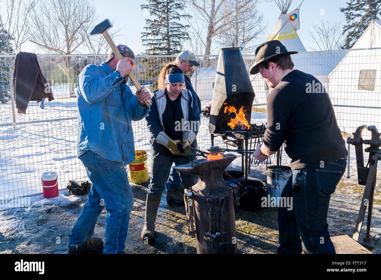 Schmied Demonstration. Silber Skate Festival, Hawrelak Park, Edmonton, Alberta, Kanada Stockbild