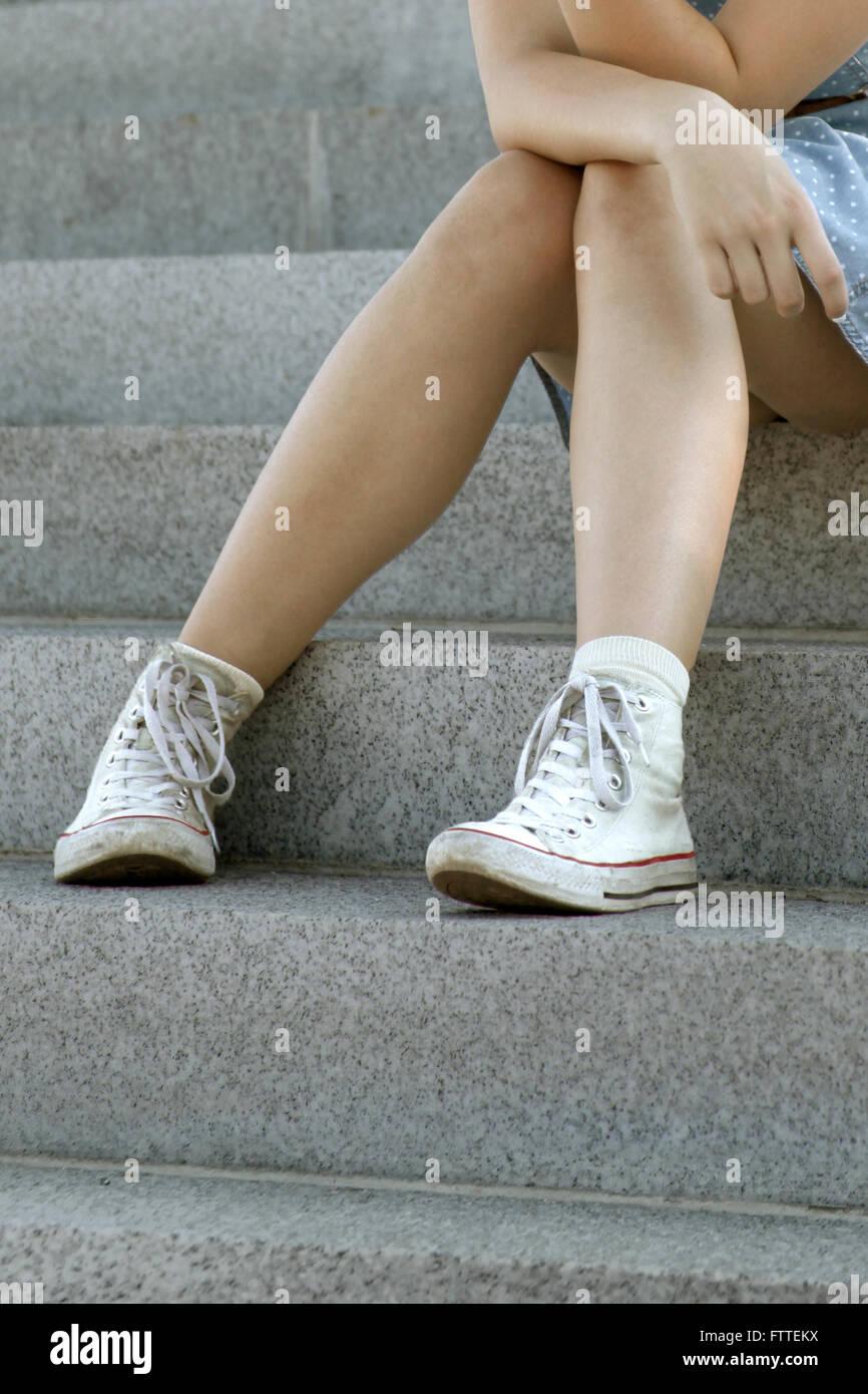 Ernte von junge Frau sitzt Stockbild