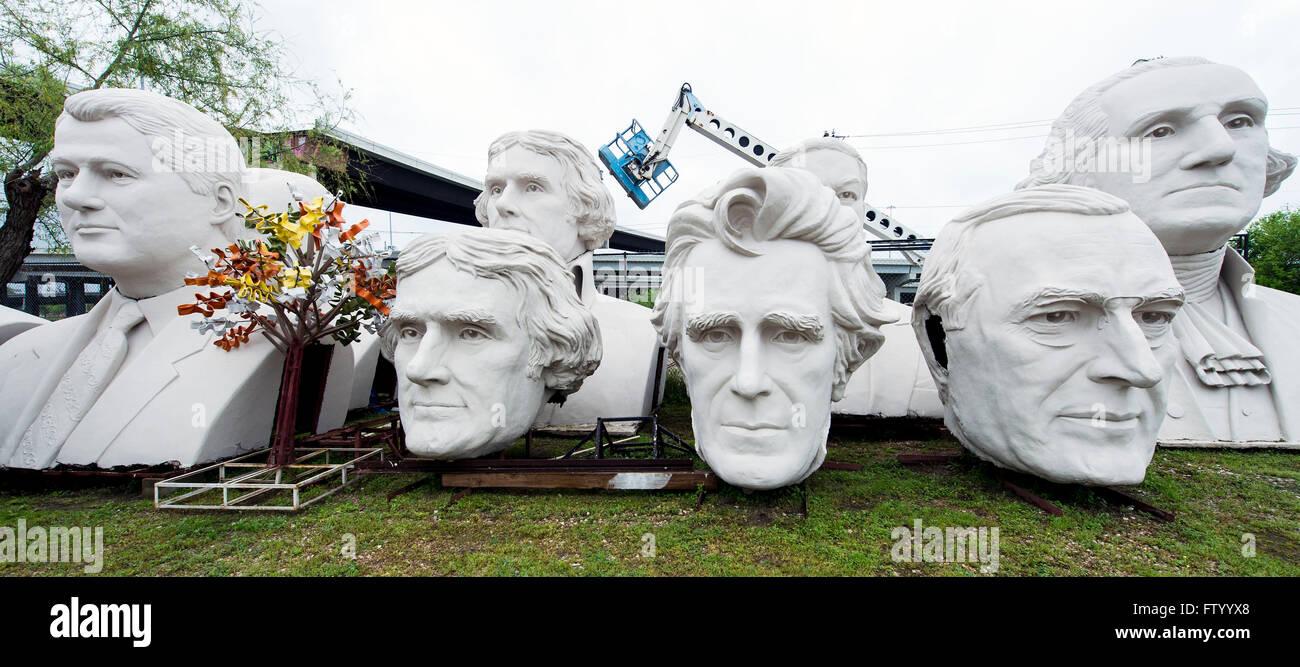 30. März 2016 werden - Houston, Texas, USA - Präsidenten Köpfe des Bildhauers David Adickes Adickes Sculpturworx Studio bis zu einem Zeitpunkt gespeichert, wenn ein dauerhaftes Zuhause für sie gefunden wird. (Bild Kredit: © Brian Cahn über ZUMA Draht) Stockfoto