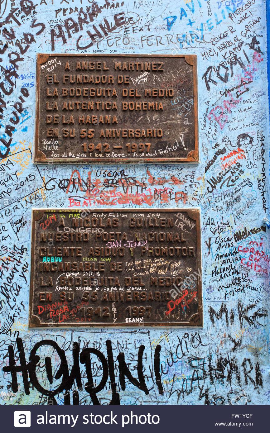 "Bemalte Wände in ""La Bodeguite del Medio"" in La Habana (Havanna), Kuba. Stockbild"