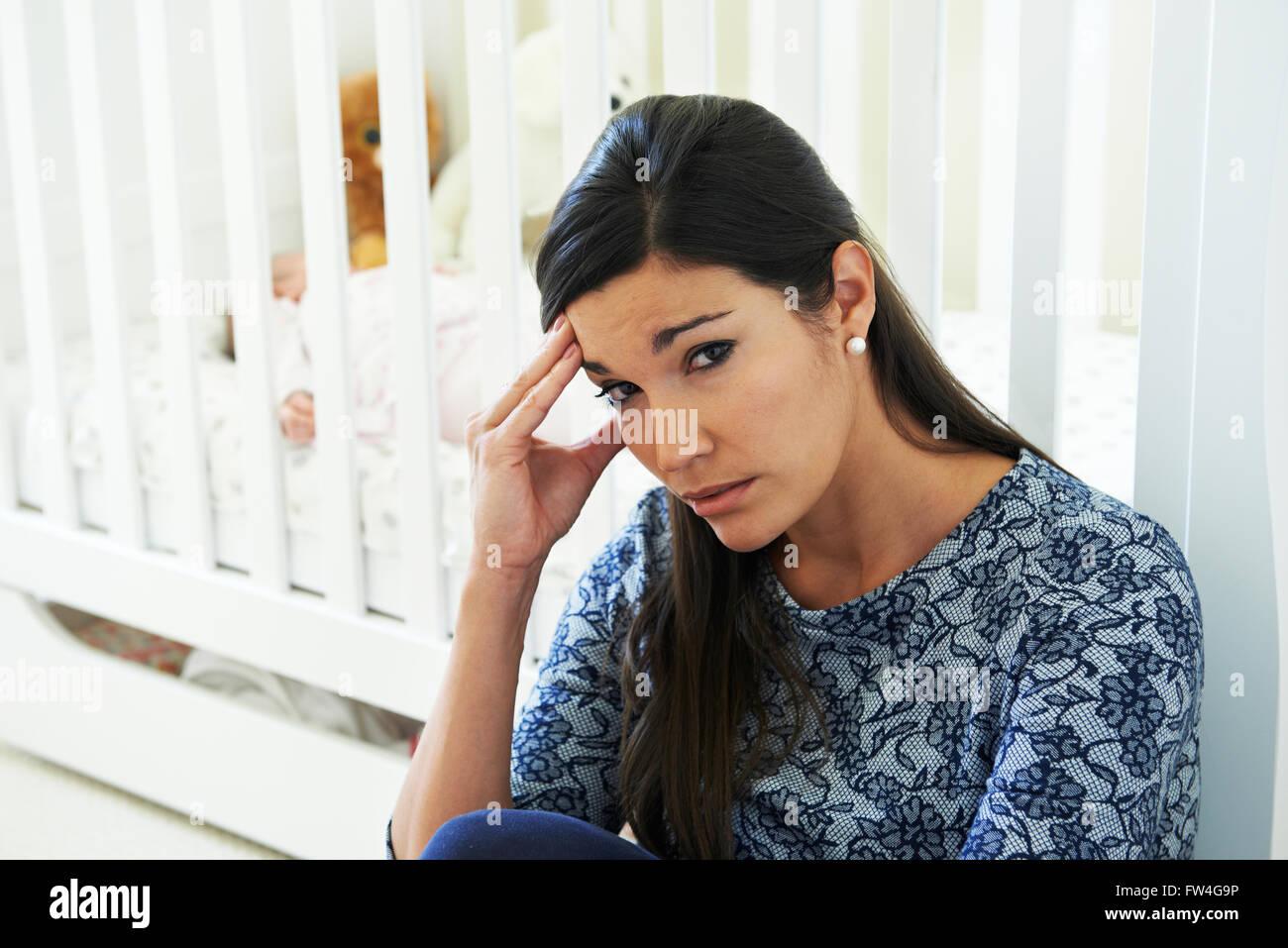 Frustrierte Mutter Post Natal Depressionen leiden Stockbild
