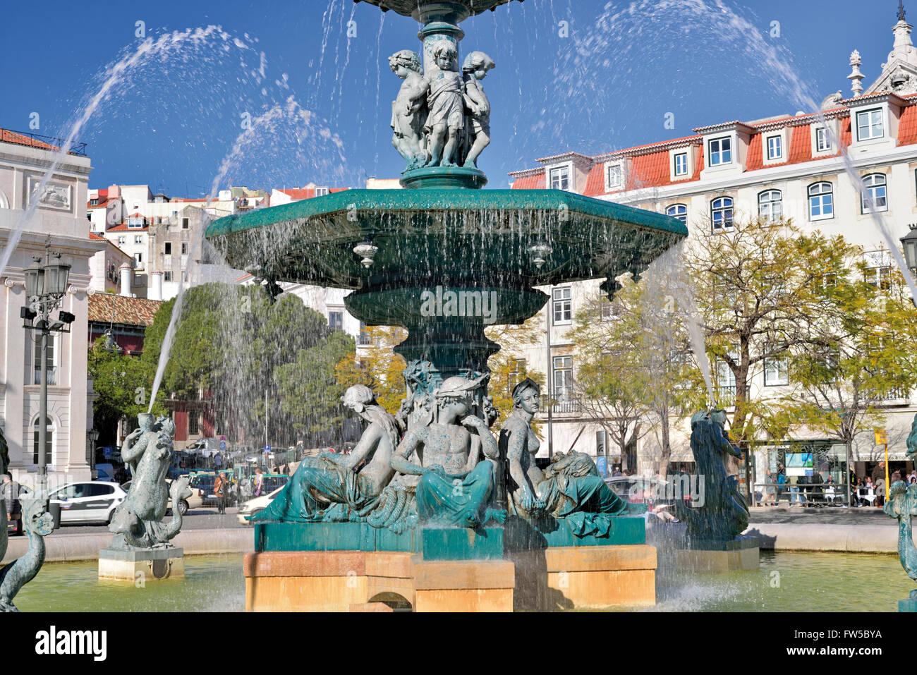 Portugal, Lissabon: Wasser-Brunnen am quadratischen Dom Pedro IV (Rossio) Stockbild