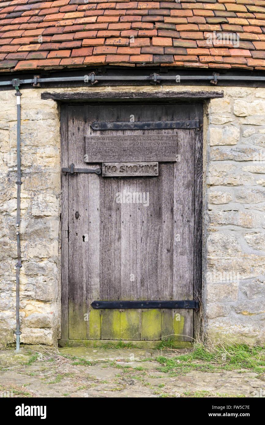 Klinke-Eingang des the18th Jahrhunderts post Windmühle am Stevington, Bedfordshire, UK Stockfoto