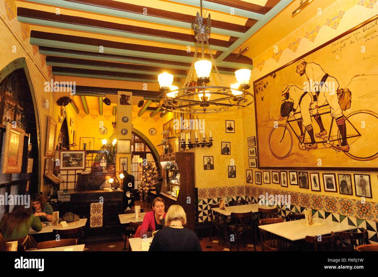 Restaurant Gats Barcelona : Gats en compañía de lobos
