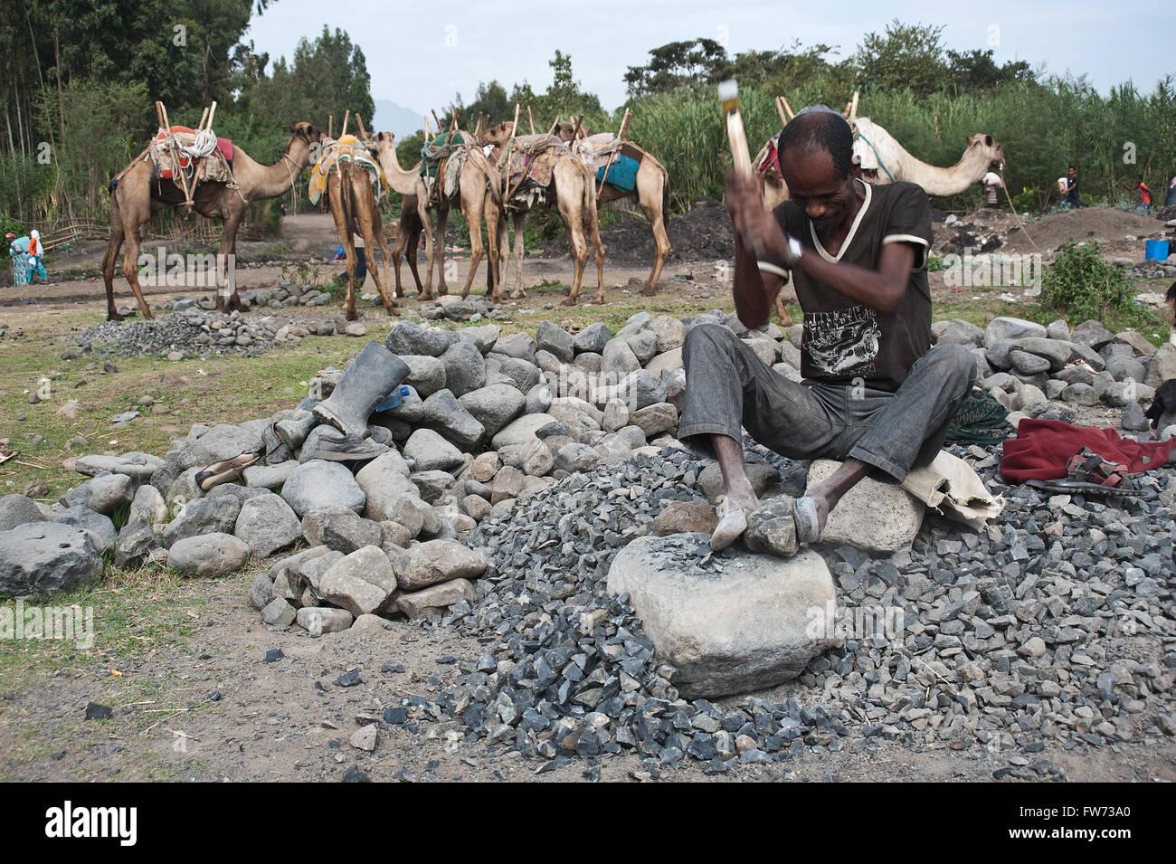 Arbeiter brechen von Steinen (Äthiopien) Stockbild
