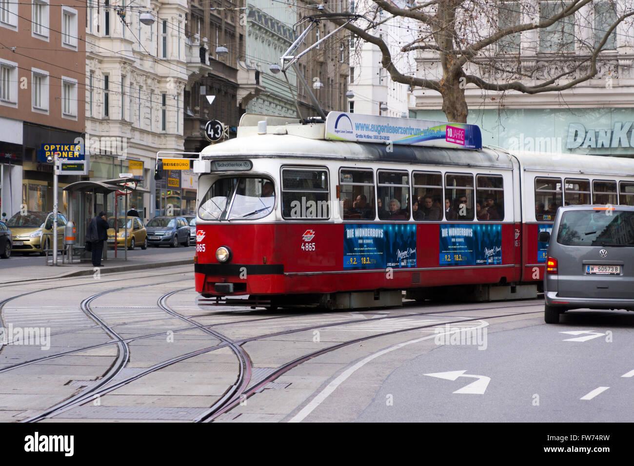 Straßenbahn Typ E1 Auf Linie 43 Schottentor U In Wien Stockfoto
